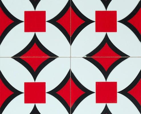 20x20 SP-68 Geometrik Kırmızı Cicek Desenli Karo Pano Kütahya ve İznik çinileri cami otel türk hamamı banyo mutfak seramik dekorasyon örnekleri