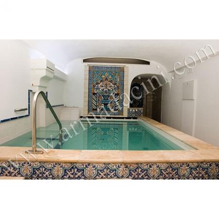 Otel Türk Hamamı Kurna Arkası El Dekoru Pano Kütahya ve iznik çinileri türk hamamı çini pano seramik dekorasyon hand made interior tile