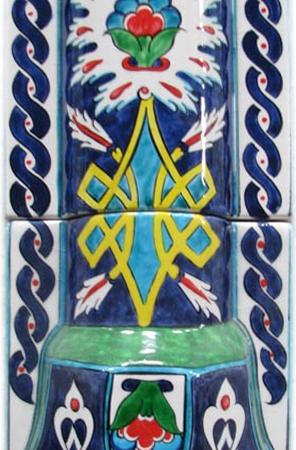 El Dekoru Desenli Sutunce Baslık Model 1 pres kalıp şekil eldekoru el yapımı çiniler modern klasik desenli kalıplı ürünler isteğe gere istenilen ebatta kalıplanmış presli çamur baskı karo ıslak çamurla preslenmiş ebatlı mat parlak sırlı çini baklava üçgen karo yuvarlak geometrik silindir piramit kare