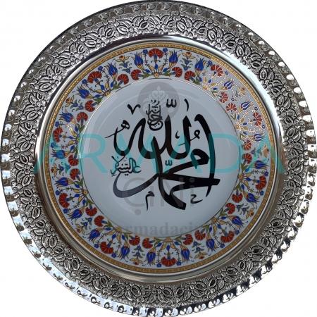 Allah-Muhammed Yazılı Lale-Karanfil Desenli Altın Yaldızlı Porselen Tabak Gümüş Çerçeveli Modelleri El Yapımı Kabartmalı Çini Tabak Hediyelik Promosyon