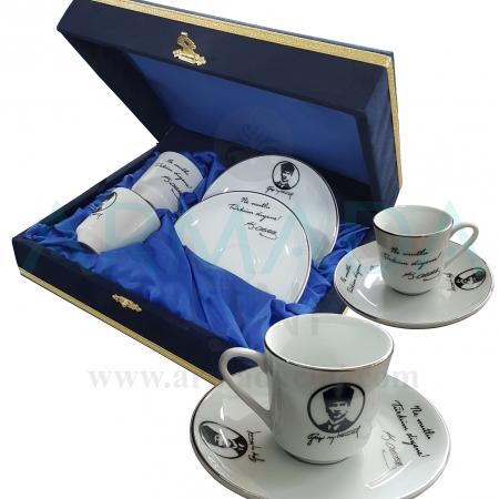 2'li Atatürk'lü Fincan Takımı Altın Yaldızlı Hediyelik özel vip ev ofis hediyesi atatürk'ün atatürkün silüeti silüetinin bulundugu silüetli bulunduğu olduğu 2'li 2li ikili kahve fincanı takımı desenleri modelleri