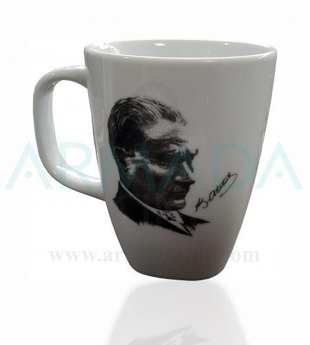 atatürk'lü mug kupa bardak atatürk baskılı imzalı silüeti silüetli porselen cam çini seramik kupa bardak modelleri desenleri tasarımları kütahya güral